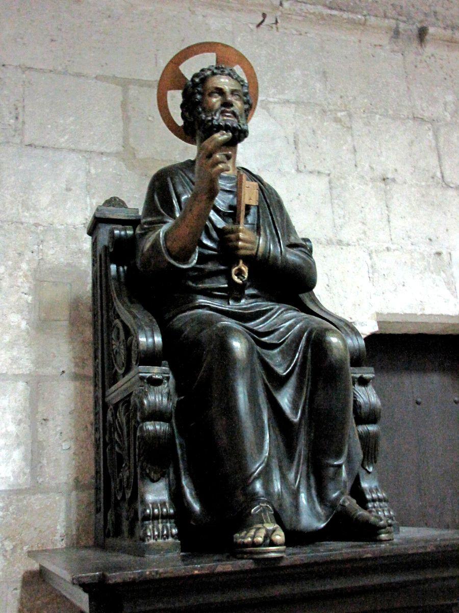 Statue de St Pierre, cathédrale Saint Pierre de Lisieux
