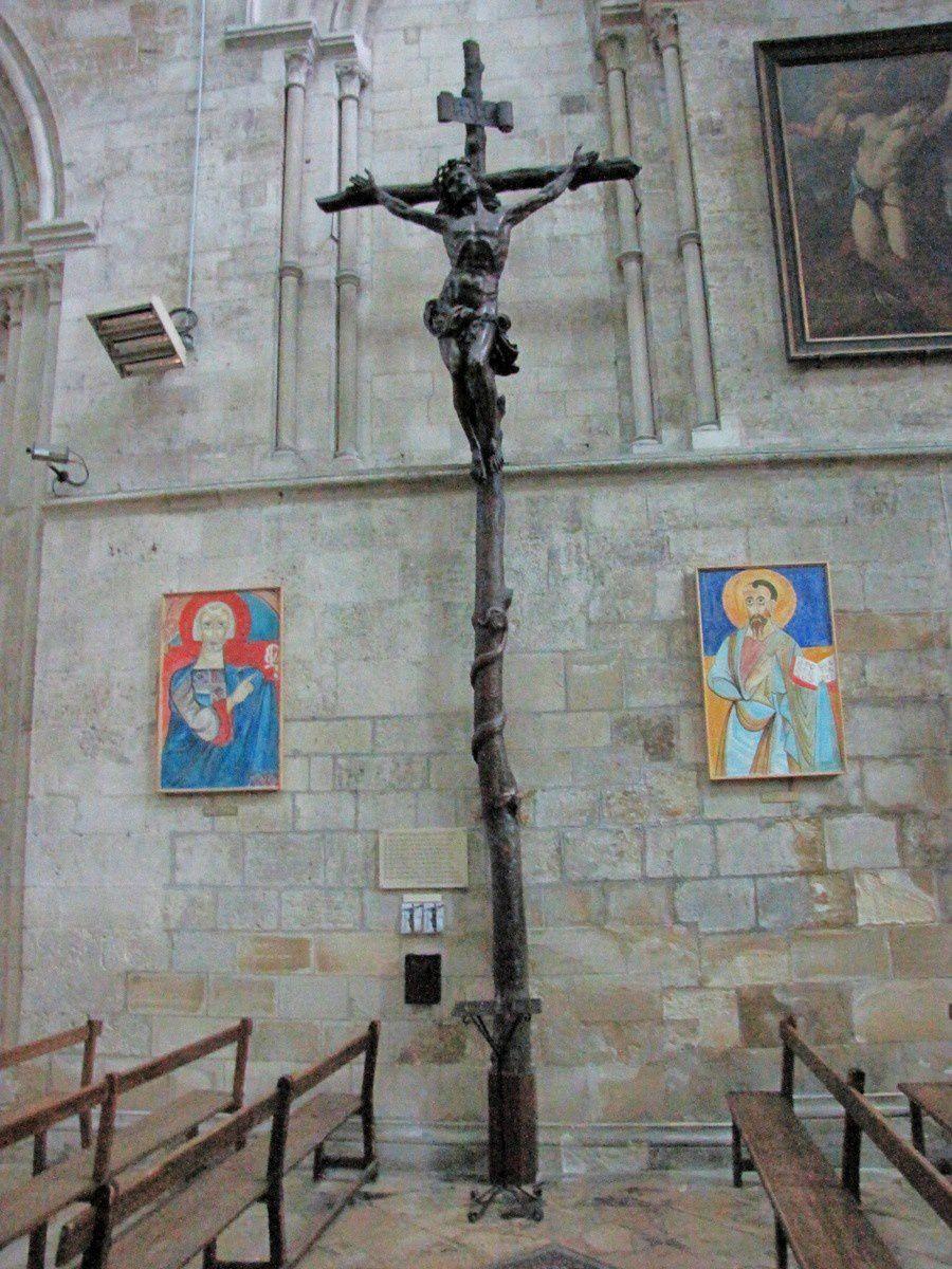 Christ en Croix, cathédrale de Lisieux