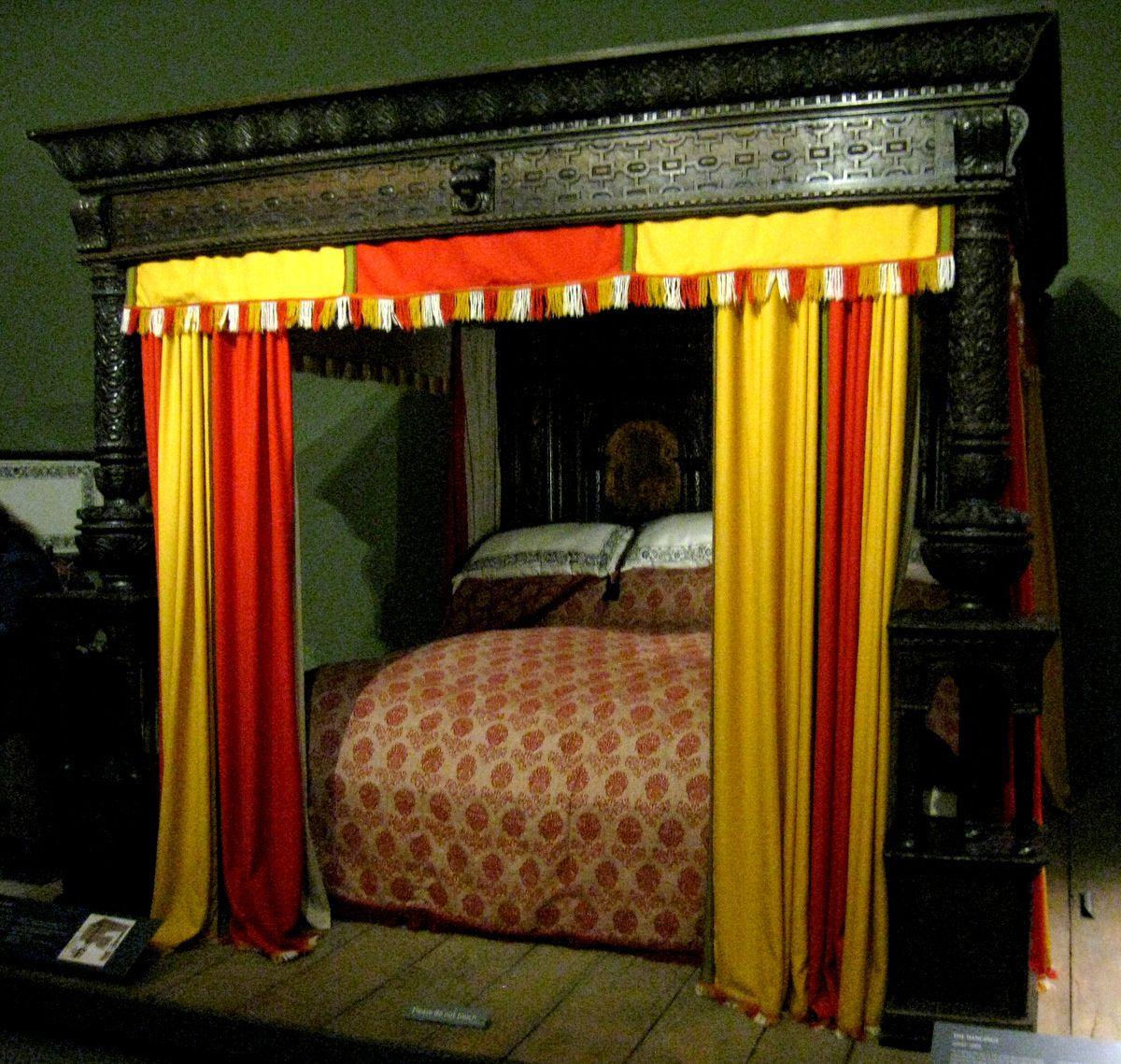 Monumental lit de Ware du XVe siècle, Victoria and Albert Museum