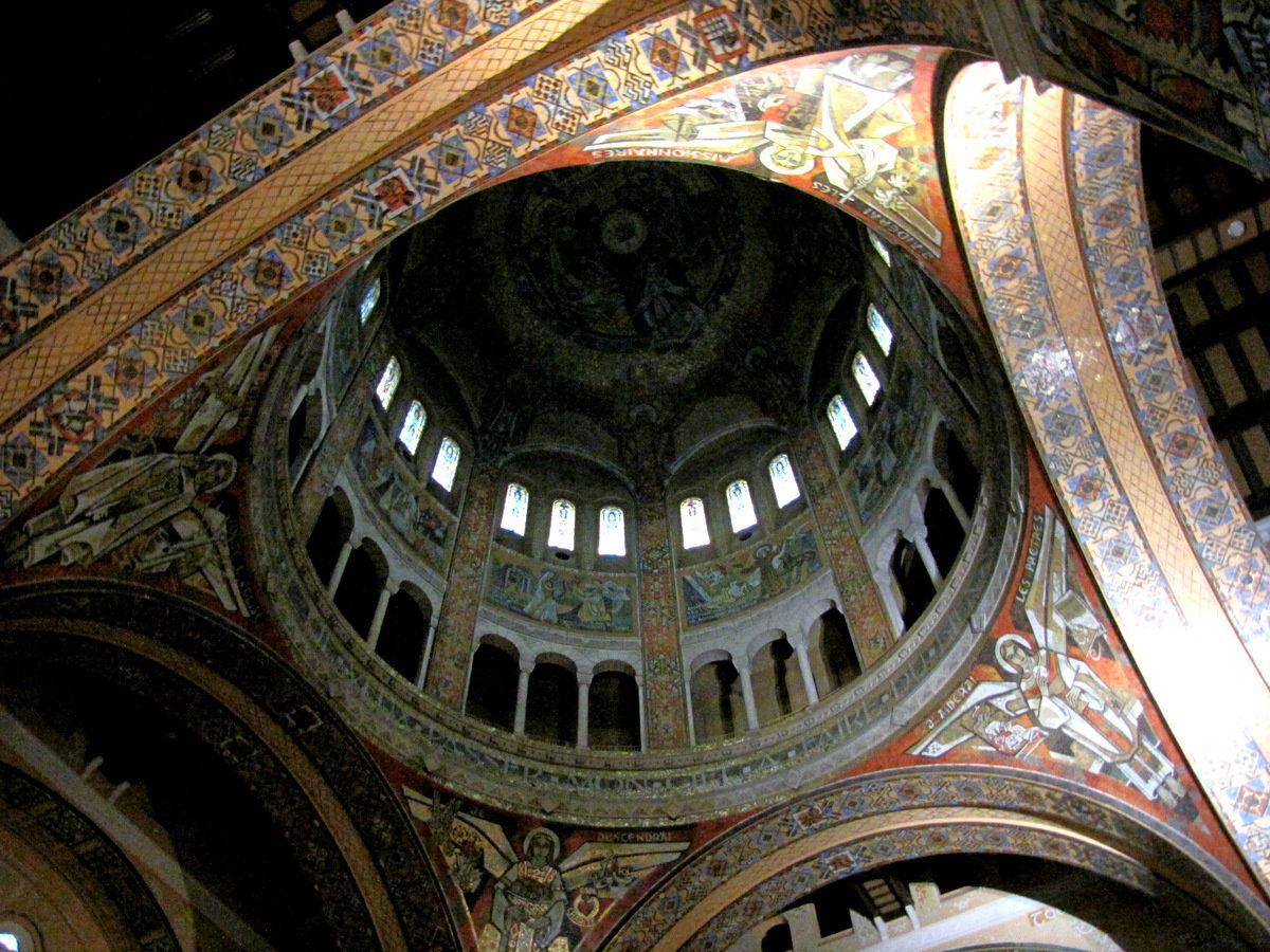 Basilique de Lisieux, nef et coupole