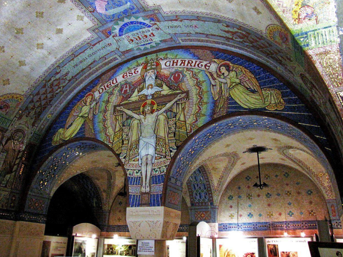 Mosaïques de la crypte de la basilique de Lisieux