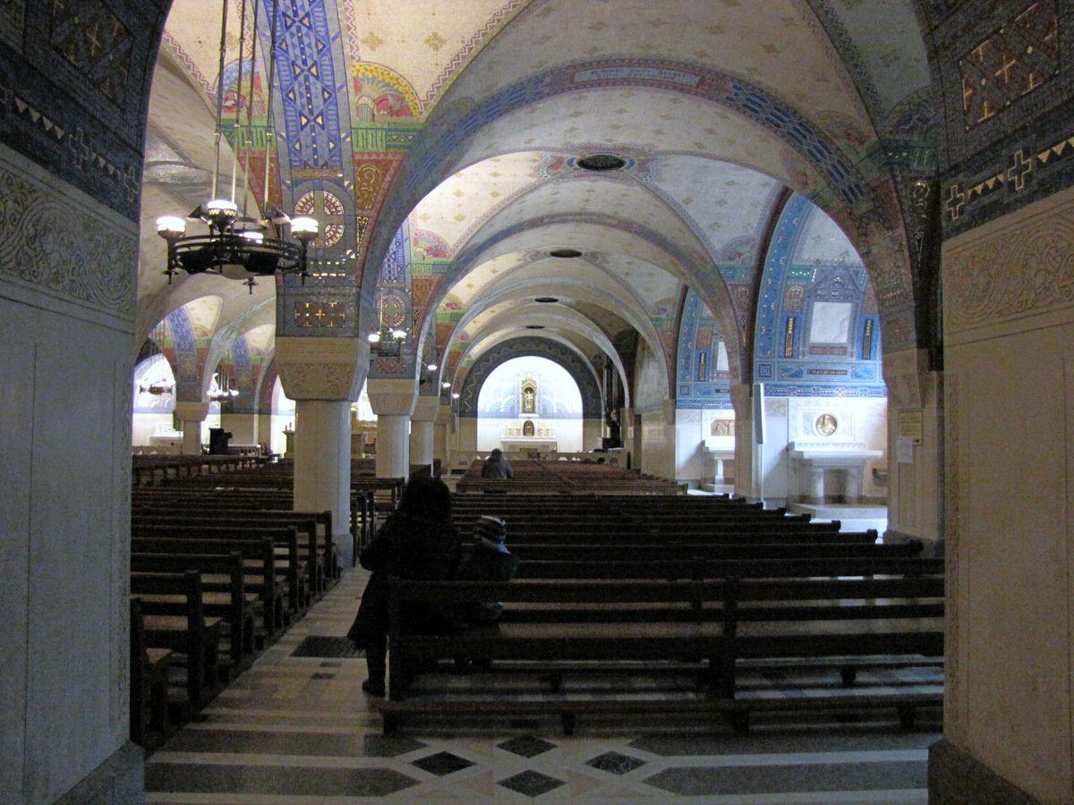 Chapelles (1/2) de la crypte de la basilique de Lisieux