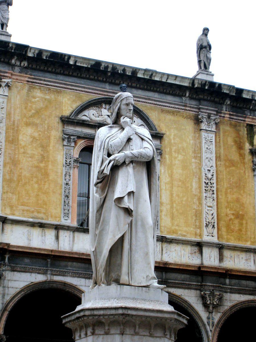 Statue de Dante, Piazza dei Signori à Vérone