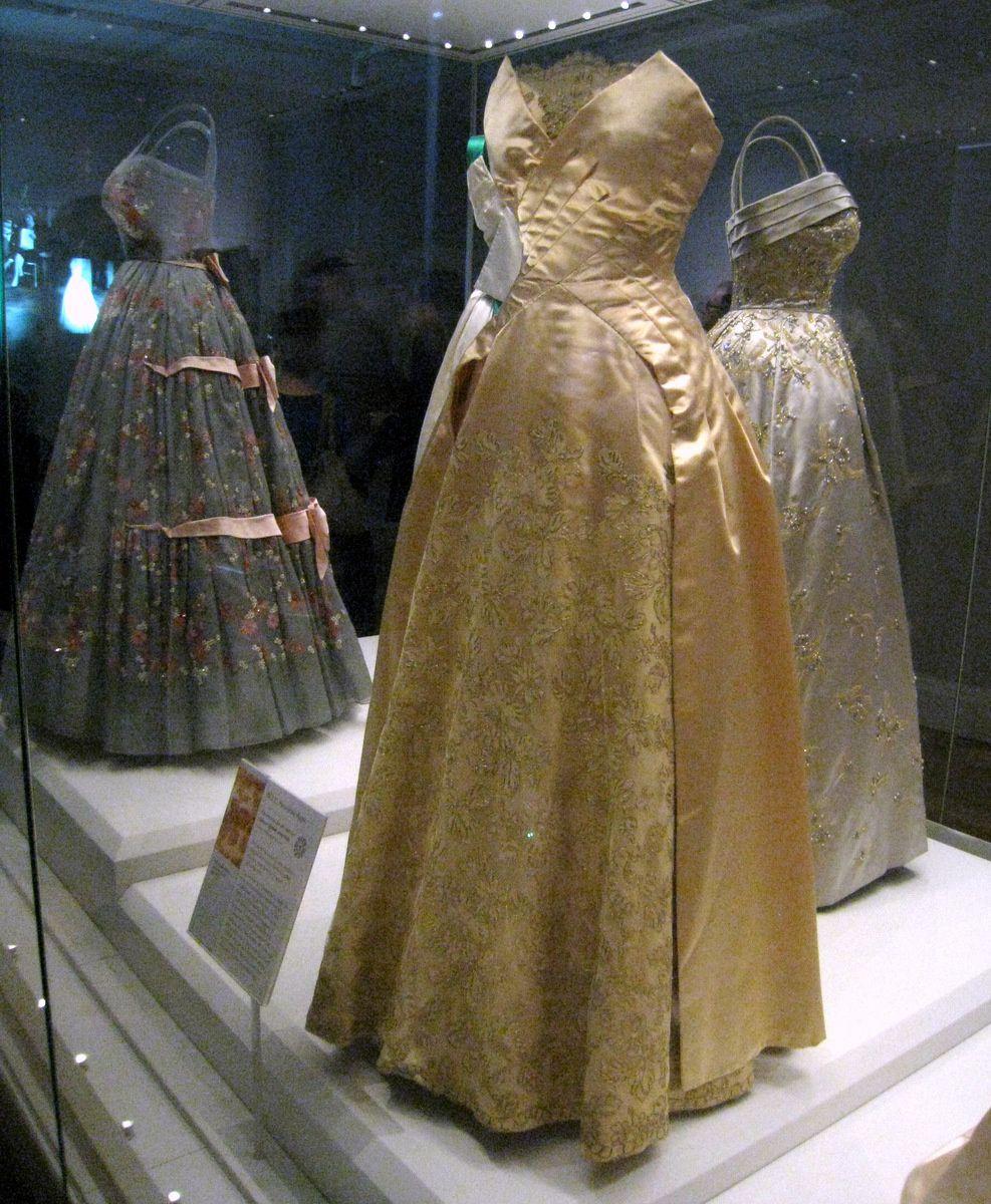 Robes de la Reine Elisabeth II, Palais de Kensington