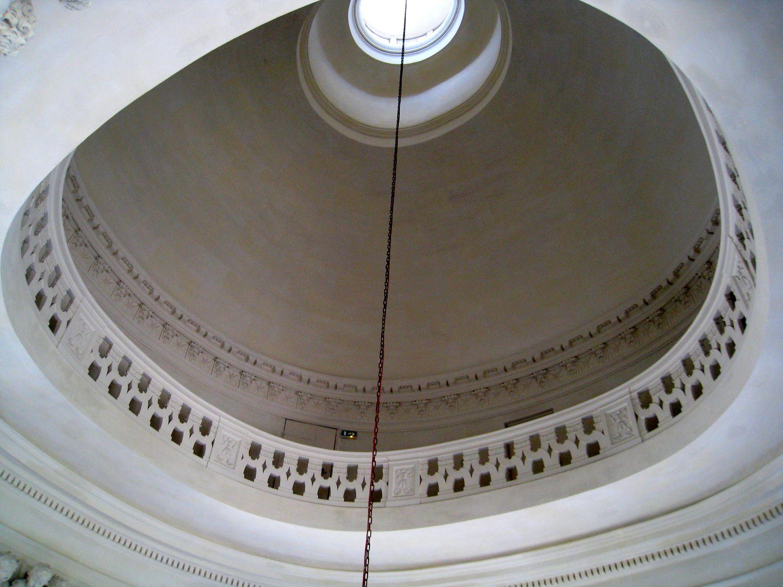 Le grand escalier intérieur, château de Maisons-Laffitte
