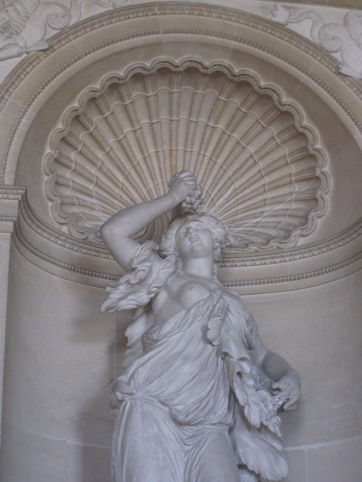 Statues de la salle à manger du comte d' Artois