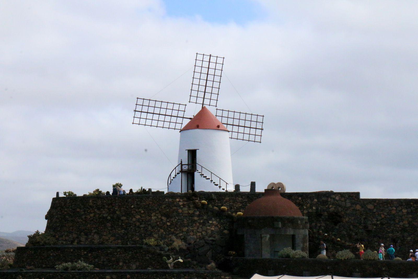 Le moulin du Jardin de Cactus, île de Lanzarote (Canaries)