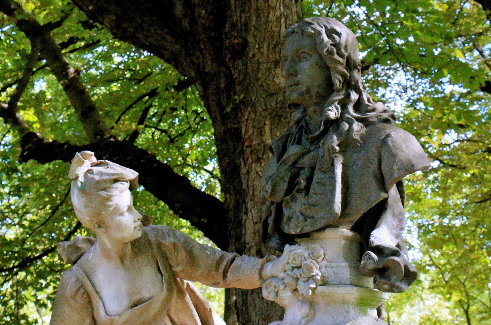 Monument à Watteau, groupe sculpté de Henri-Désiré Gauquié