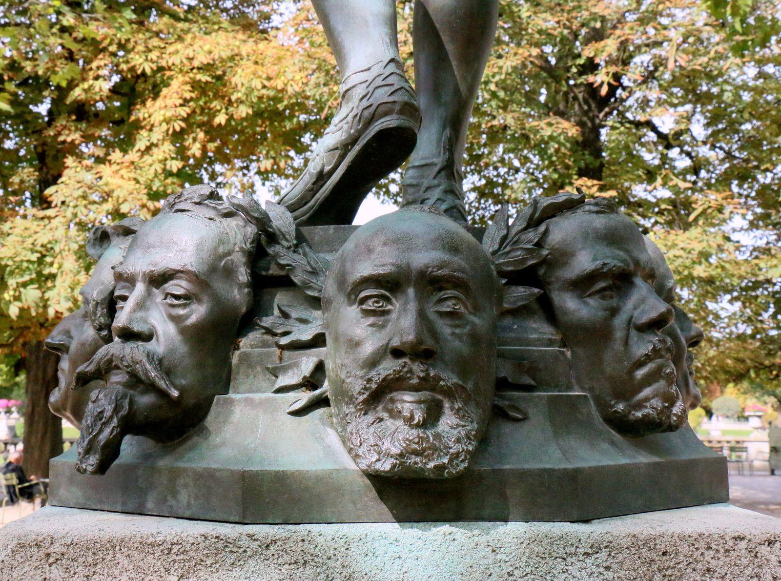 Le marchand de masques, statue par Zacharie Astruc
