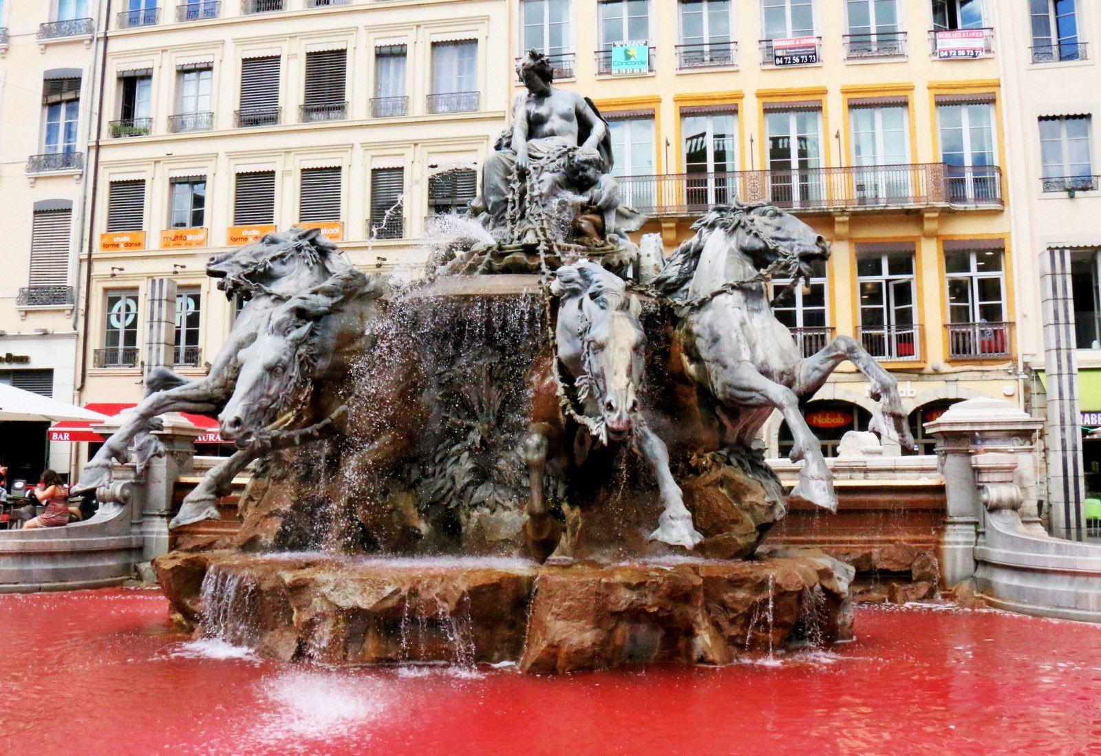 Le rouge est bien la couleur de l'eau.
