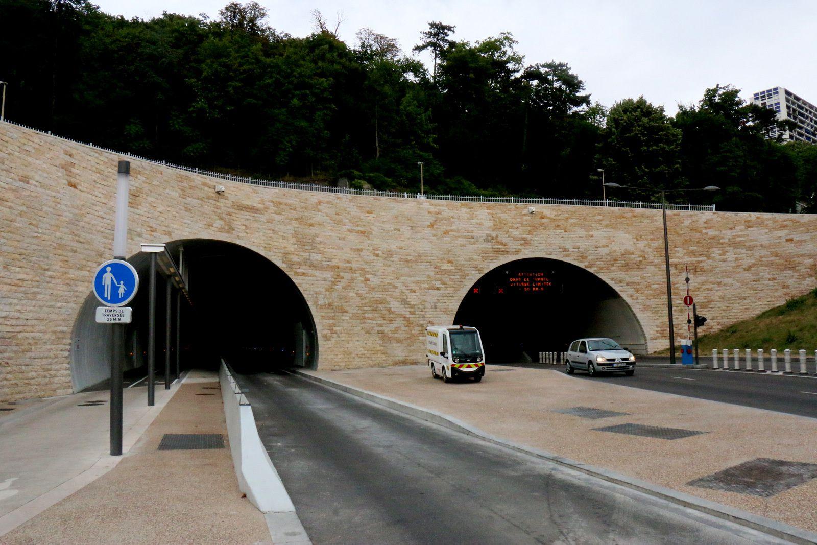 Tunnel de la Croix Rousse, images projetées sur les parois (1/2)