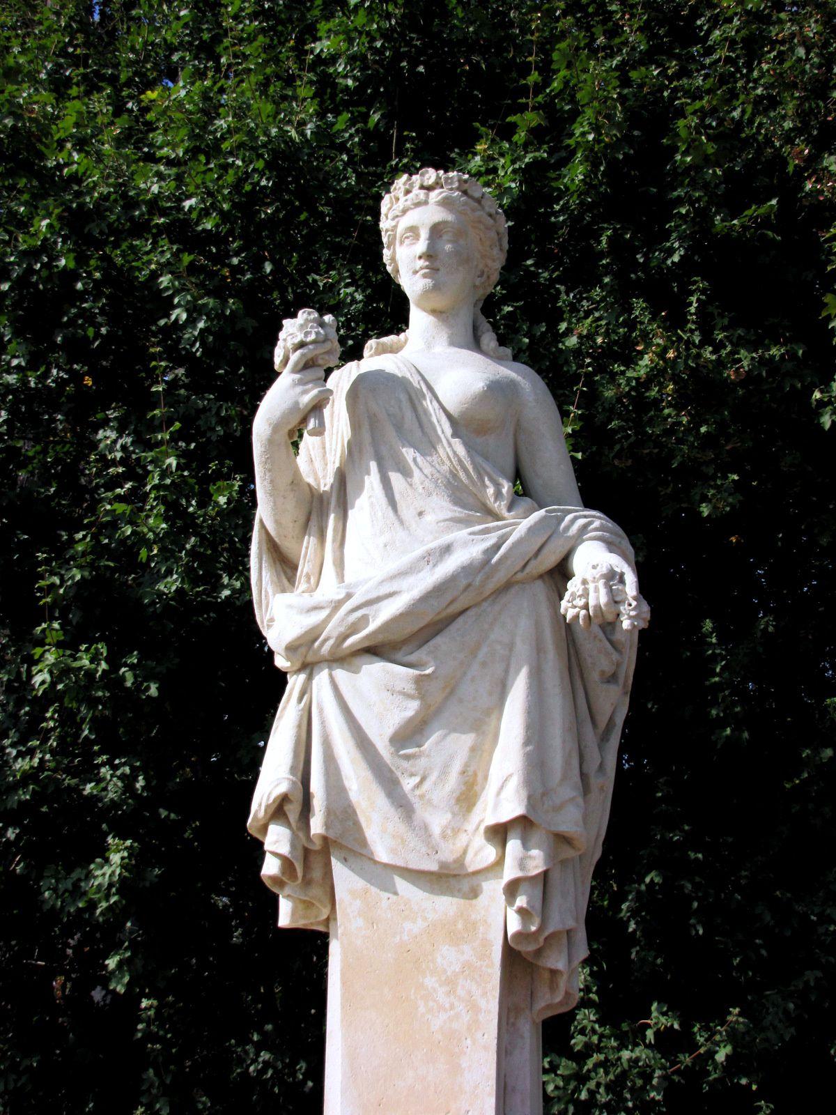 Flore, statue par Jean-Auguste Barre