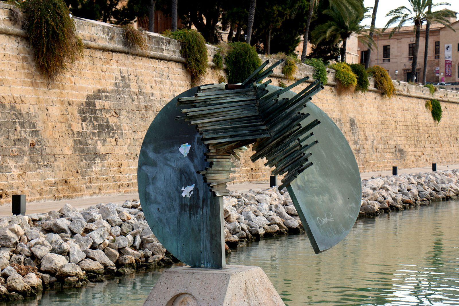 Abords de la cathédrale de Palma de Majorque, sculptures contemporaires