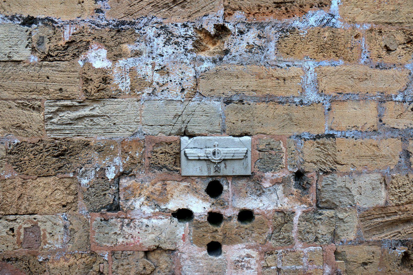 Marques sur l'un des murs