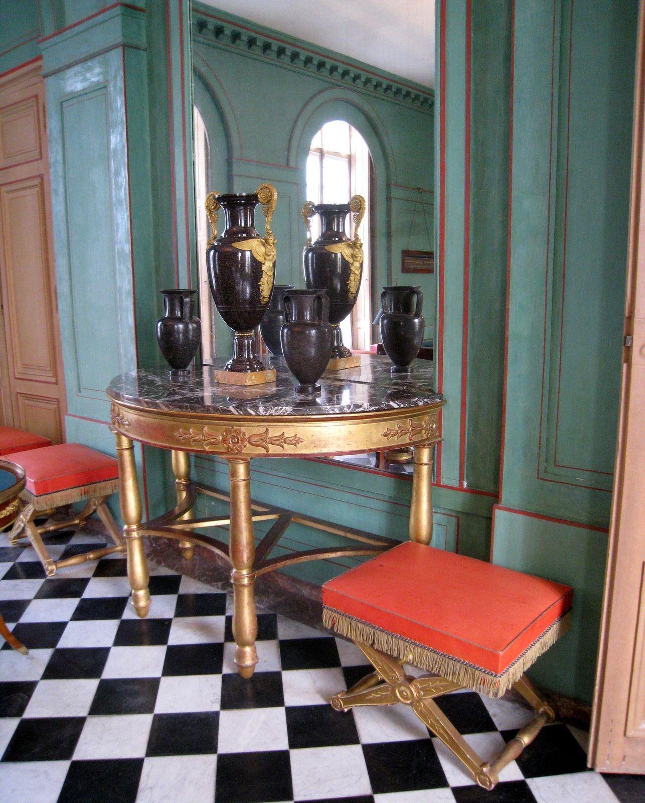 Table de jeu de Bouillotte de la salle de billard du château de Malmaison