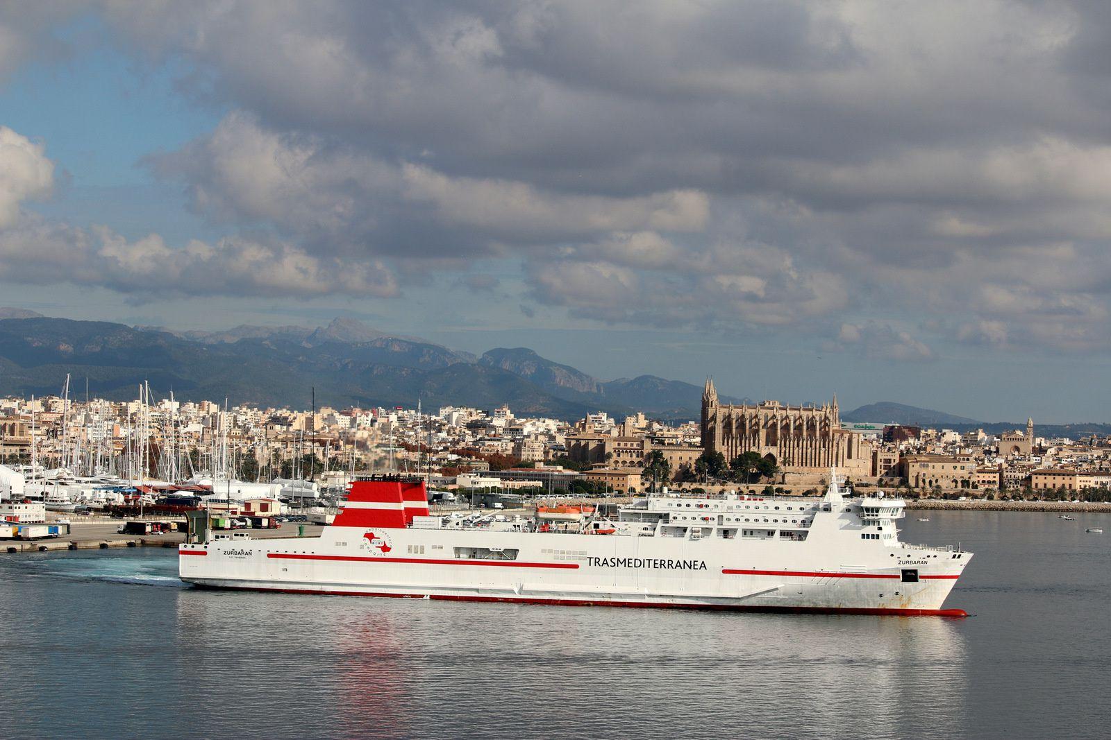 Tenacia et Zurbaran, ferries de Trasmediterranea