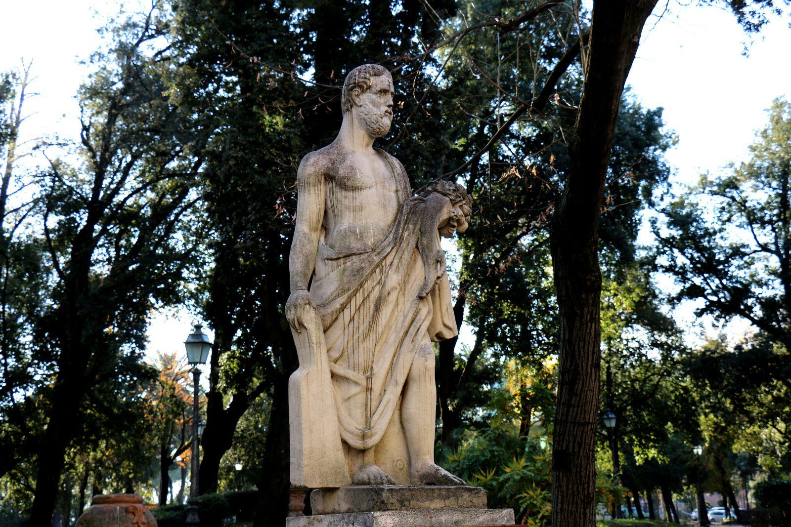 Espace vert à La Spezia, statue d'homme