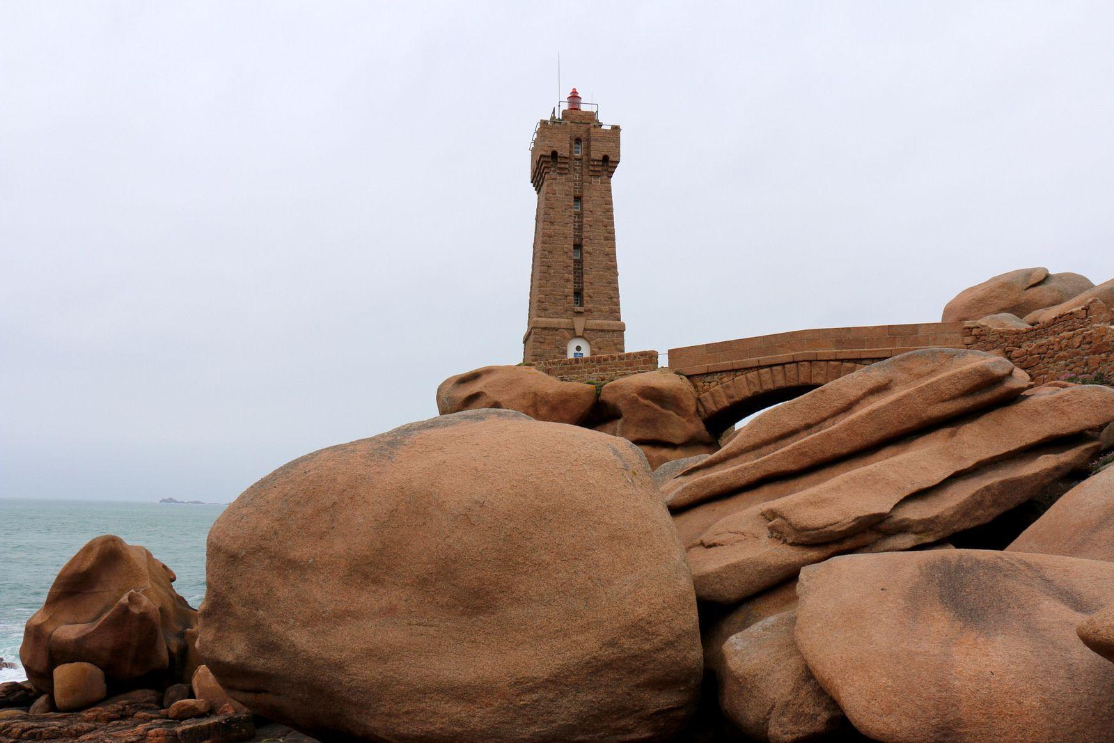 Le phare de Ploumanac'h (phare de Mean Ruz)