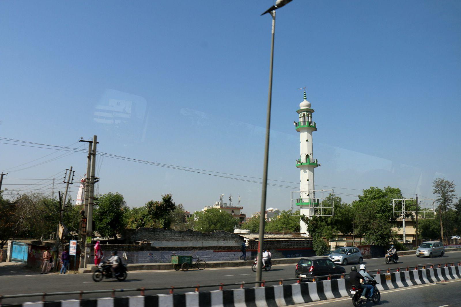 Sur la route en quittant Delhi pour Mandawa, Rajasthan (Inde)
