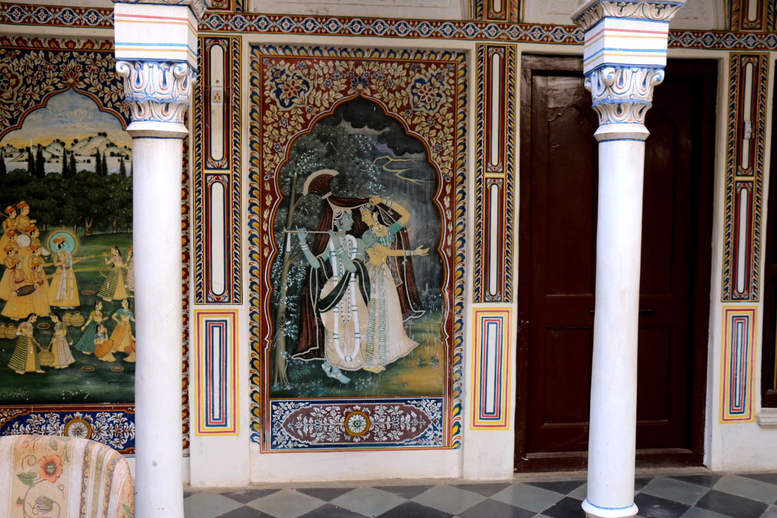 """Hôtel """"Heritage"""" à Mandawa (Rajasthan, Inde), fresques des cours intérieures"""