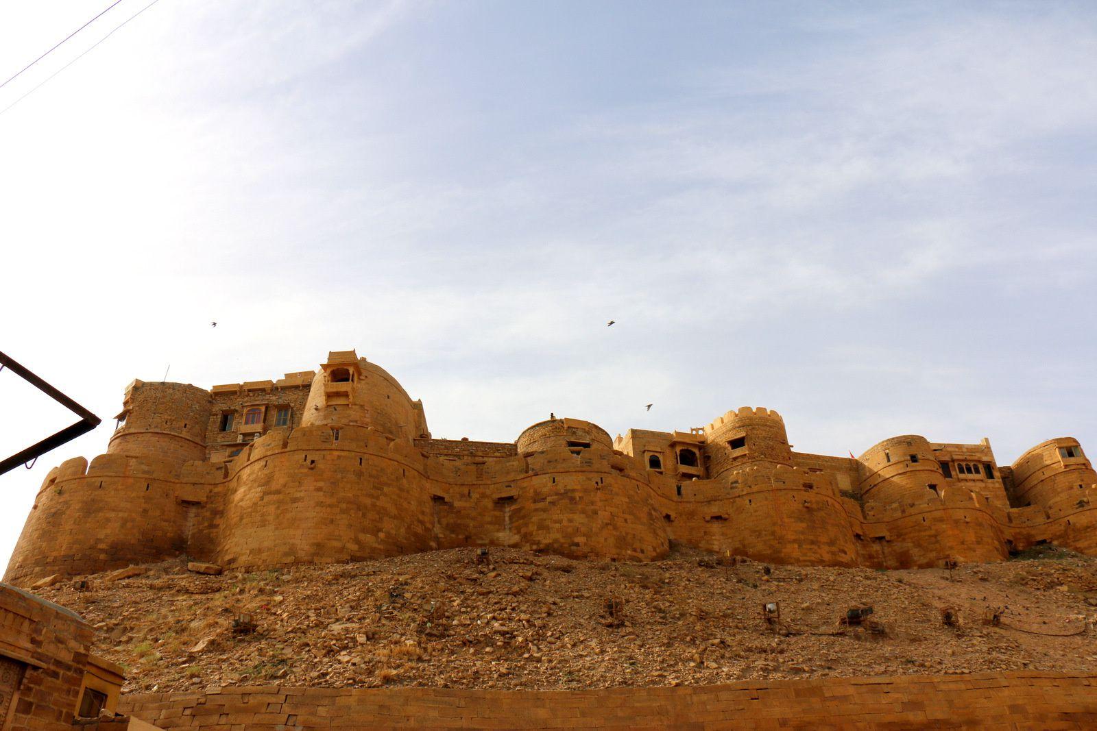 Au pied de la citadelle de Jaisalmer