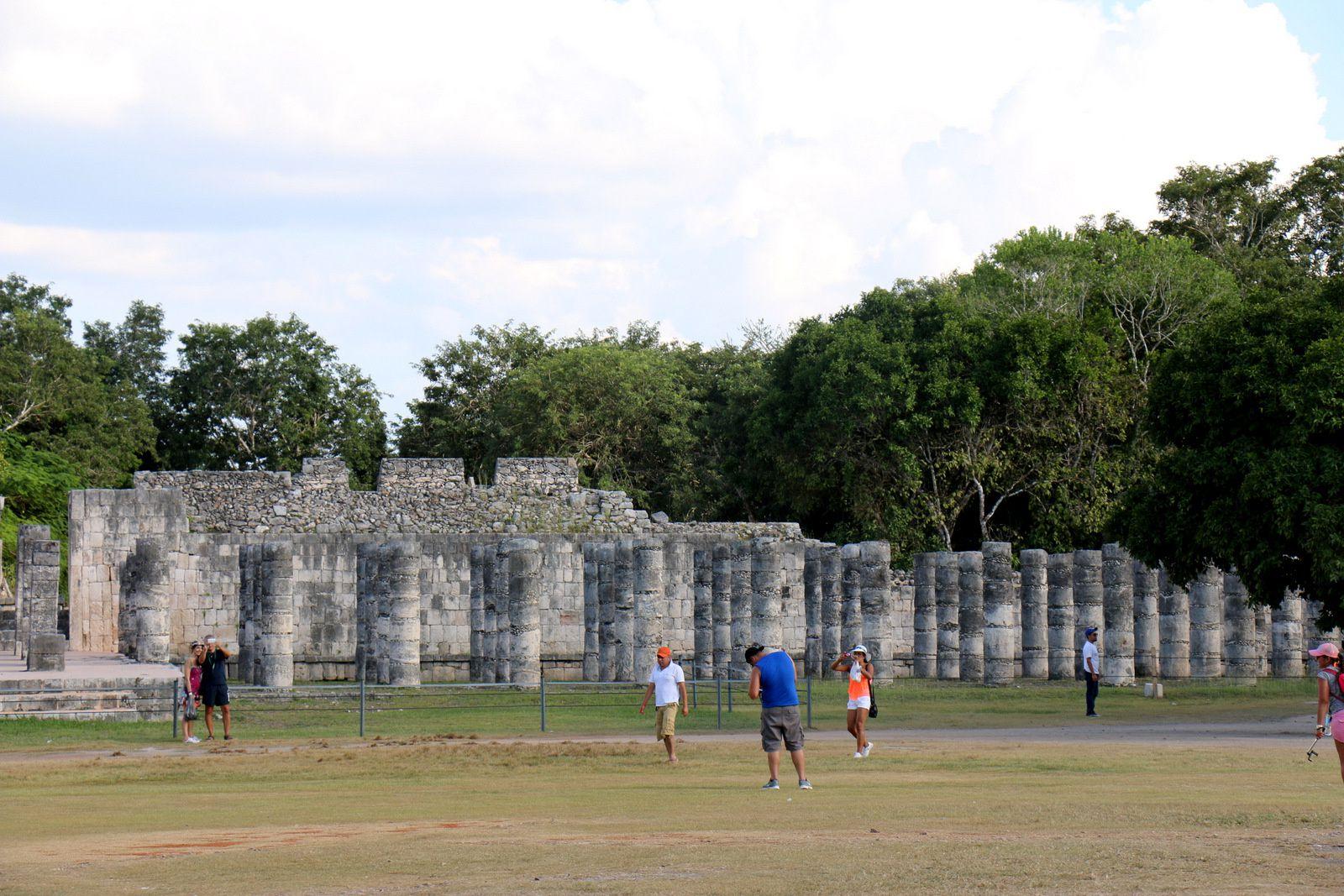 Les colonnes du temple des guerriers, Chichen Itza (Mexique)