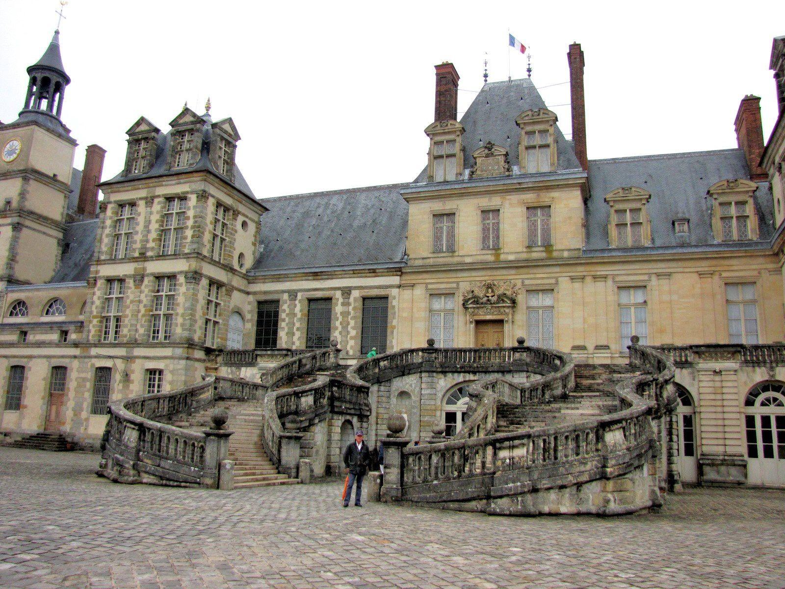 Château de Fontainebleau, l'escalier du Fer-à-cheval