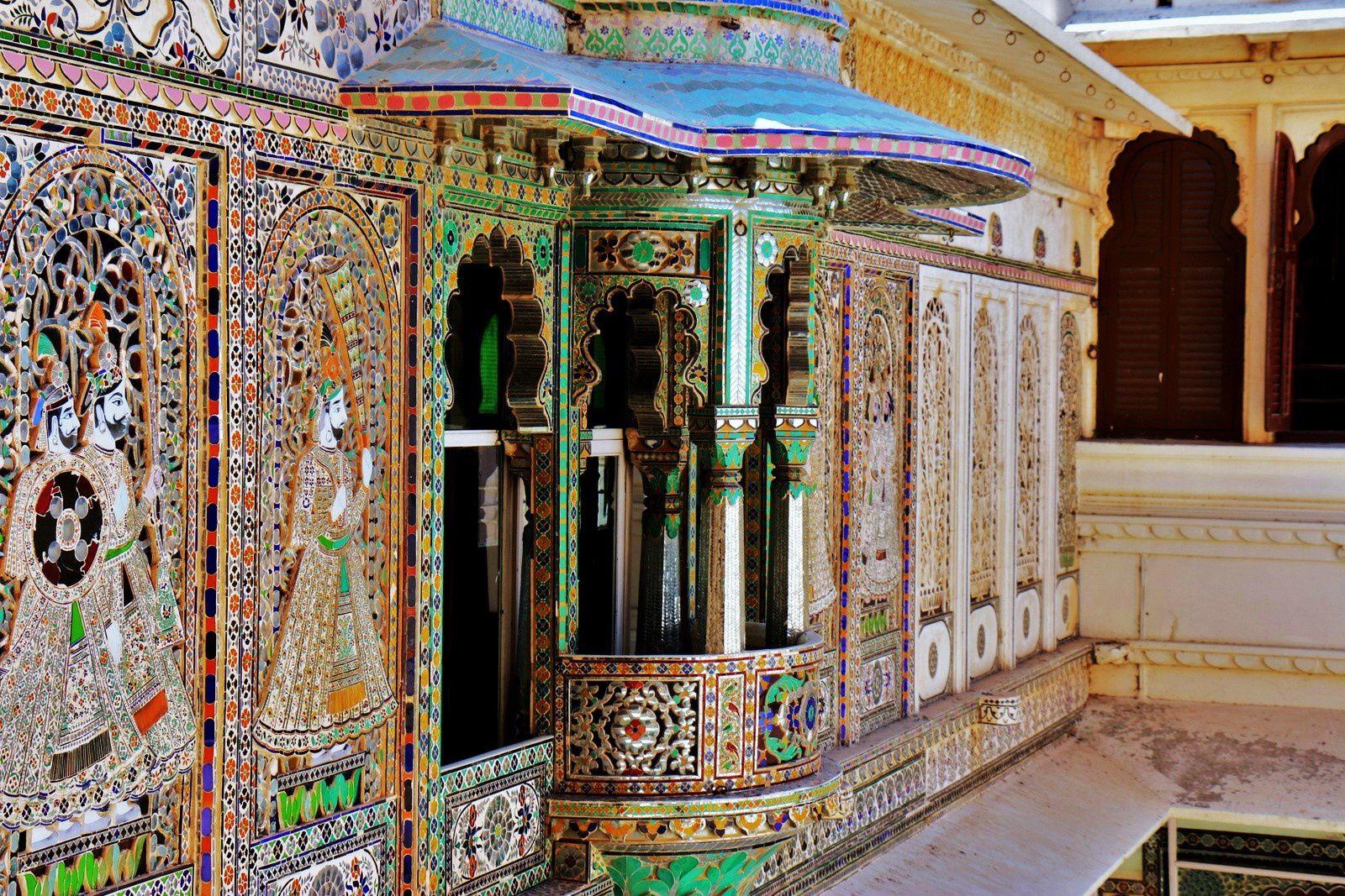 City Palace Museum (Udaipur, Inde), cour intérieure et mosaïques