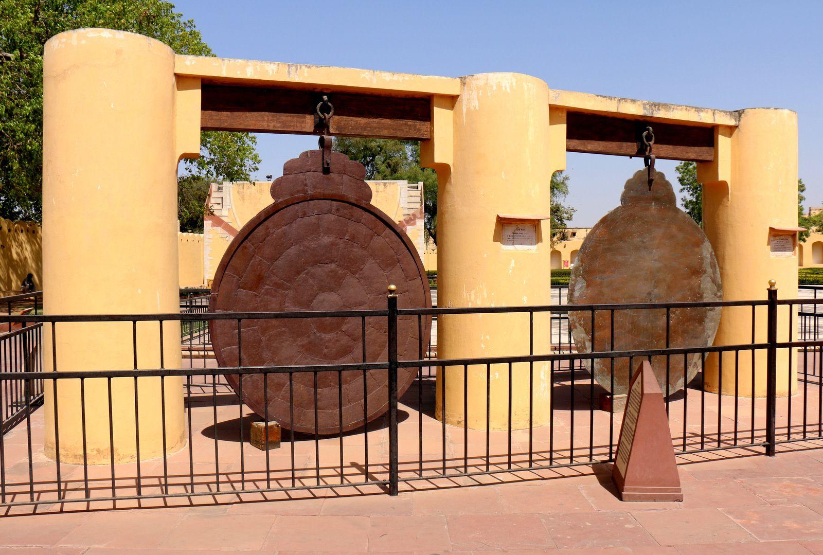 Yantra Raj et Chakra Yantra, instruments du Yantra Mandir (Jaipur, Inde)