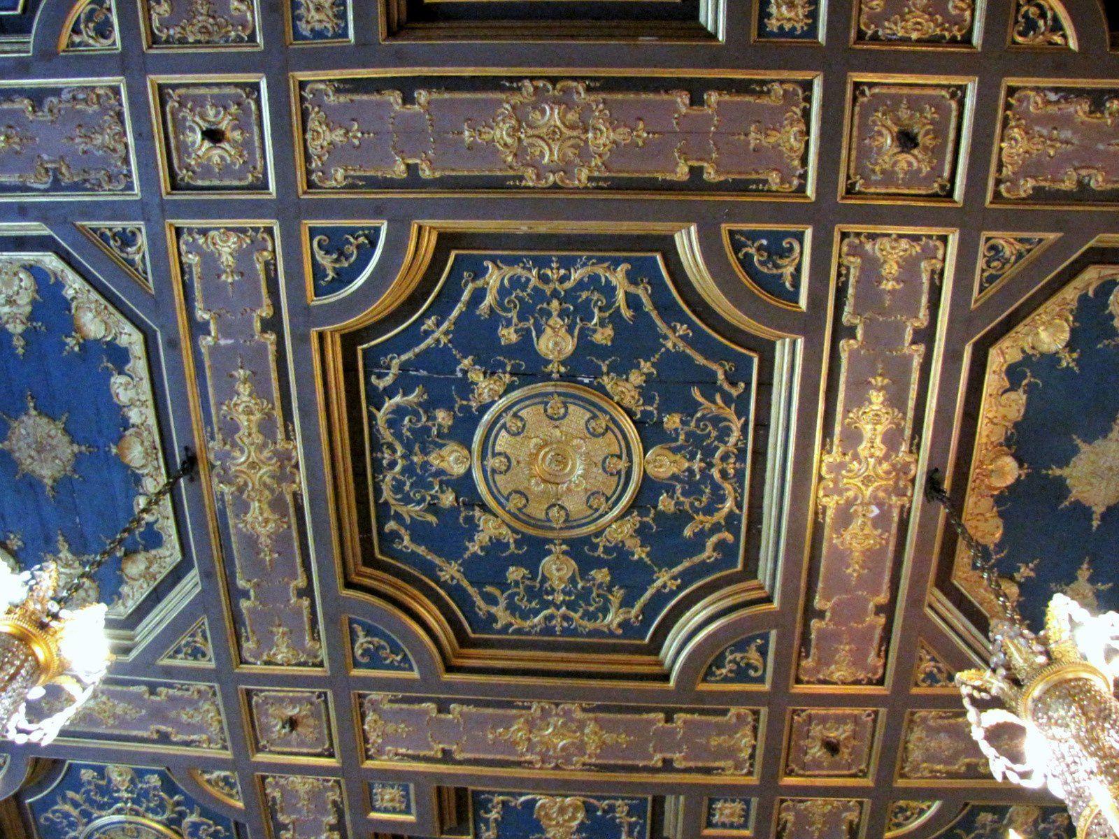"""Pendule """"Le char d'Apollon"""", première salle Saint Louis au château de Fontainebleau"""