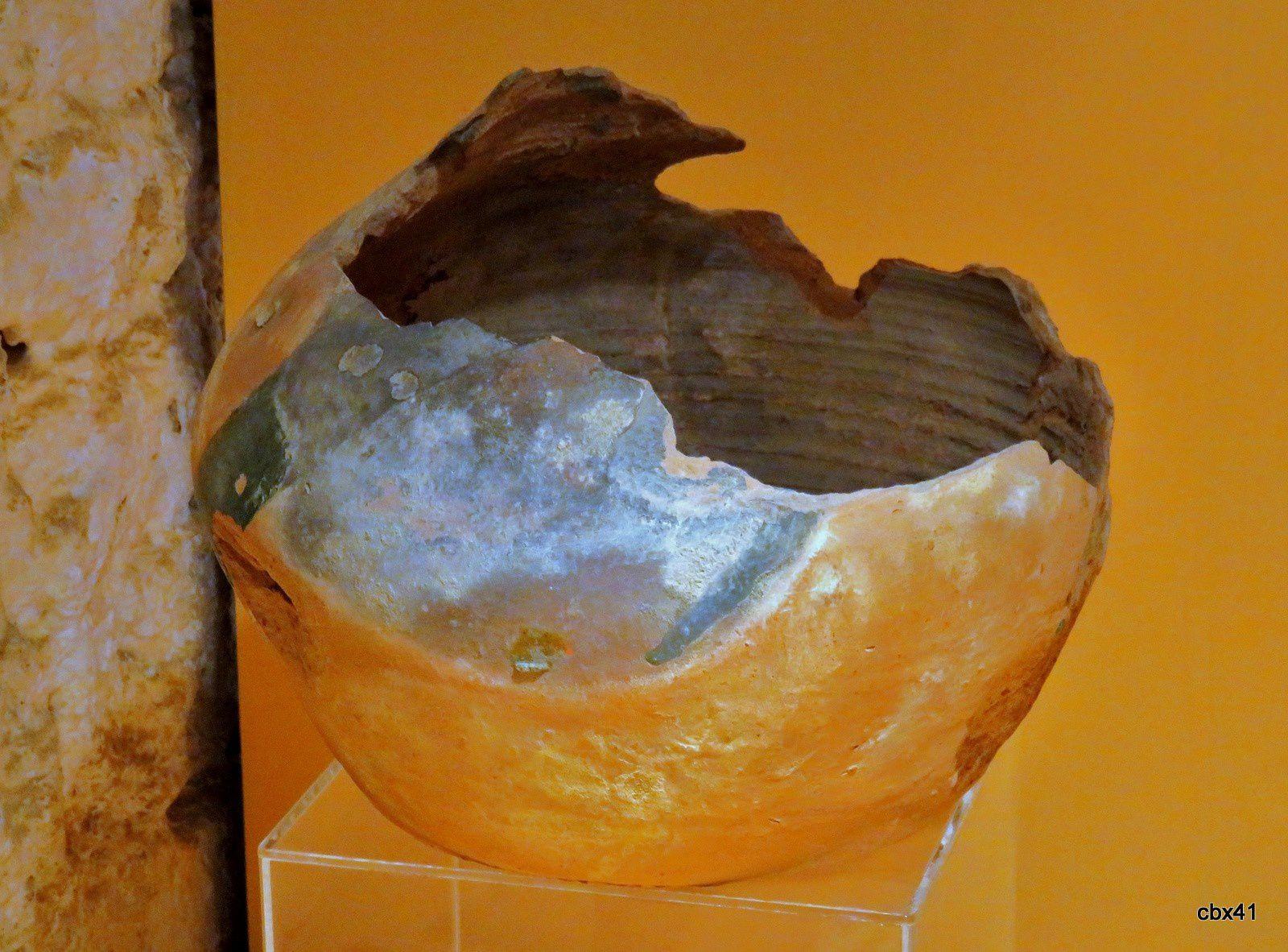 1 - Vase à résonnance... 12e siècle
