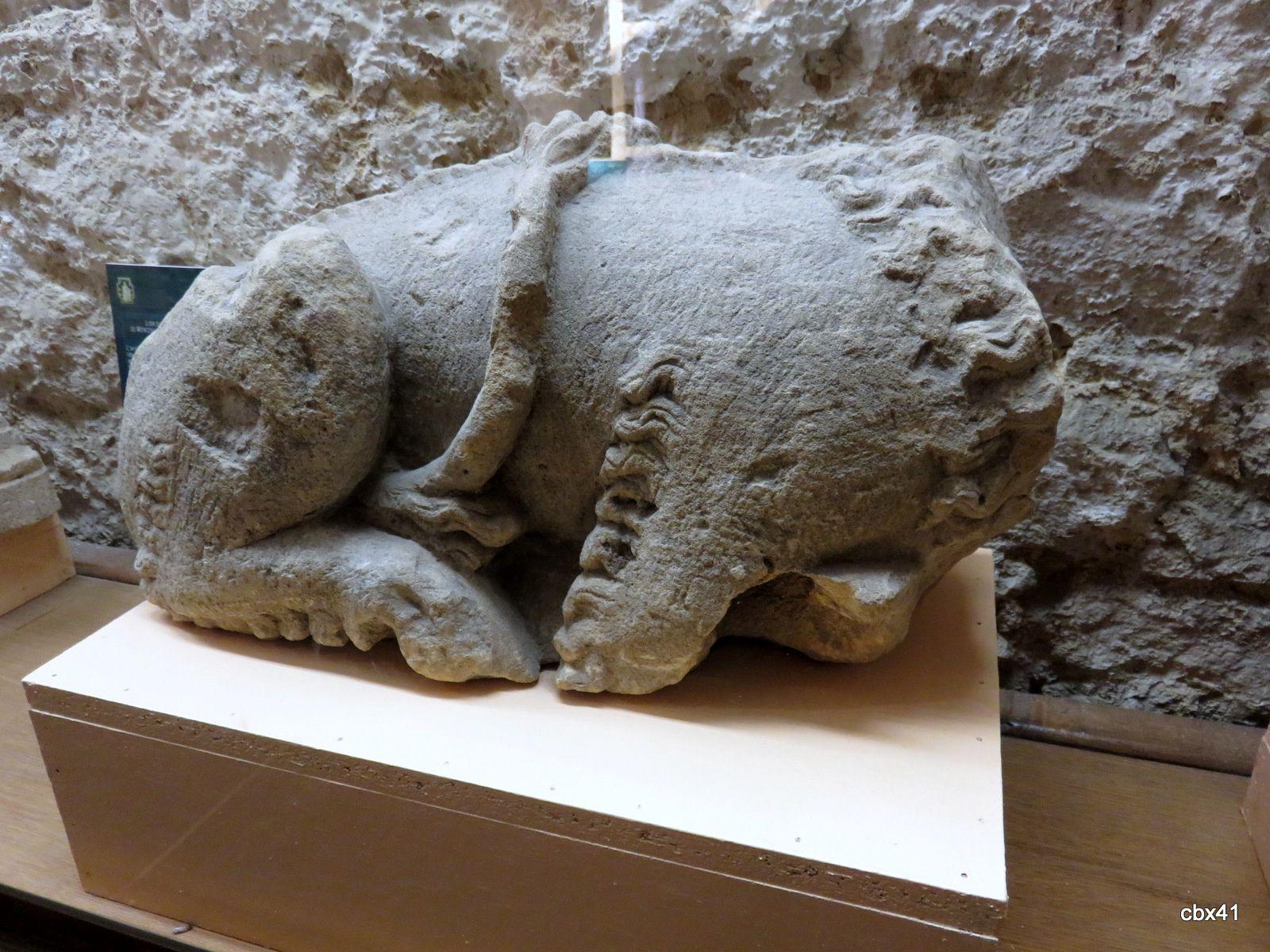 Buste d'angelot et lion, abbaye d'Orval