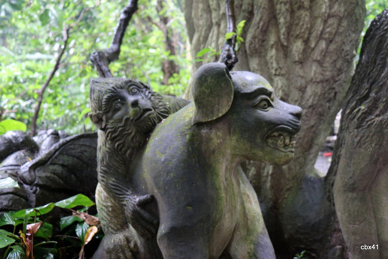 Statues de serpents et autres, Monkey Forest,  Ubud (Bali, Indonésie)