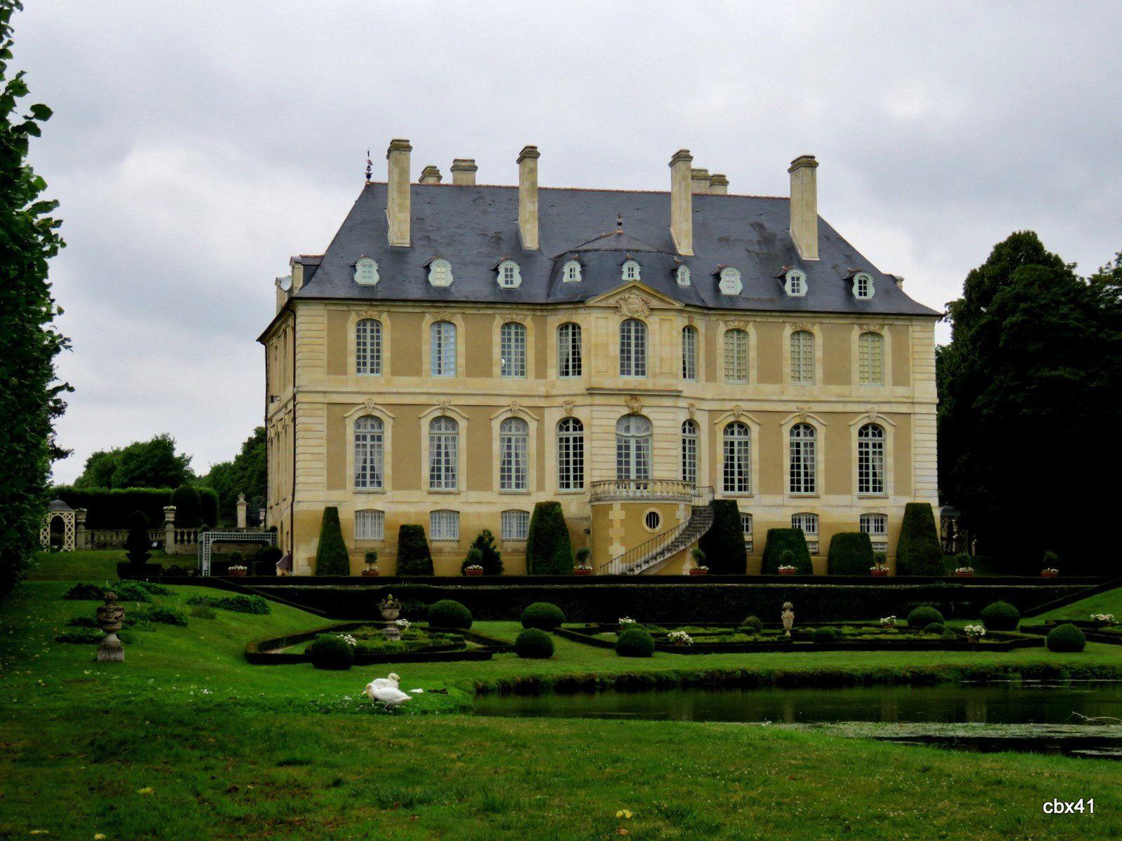 Château de Vendeuvre, espaces verts et art topiaire