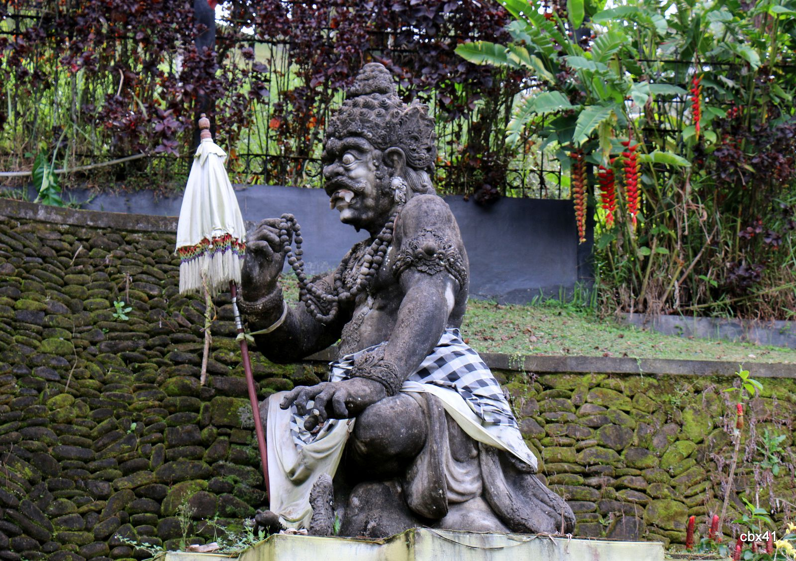 Statues du temple de Tirta Empul, Tampaksiring (Bali, Indonésie)