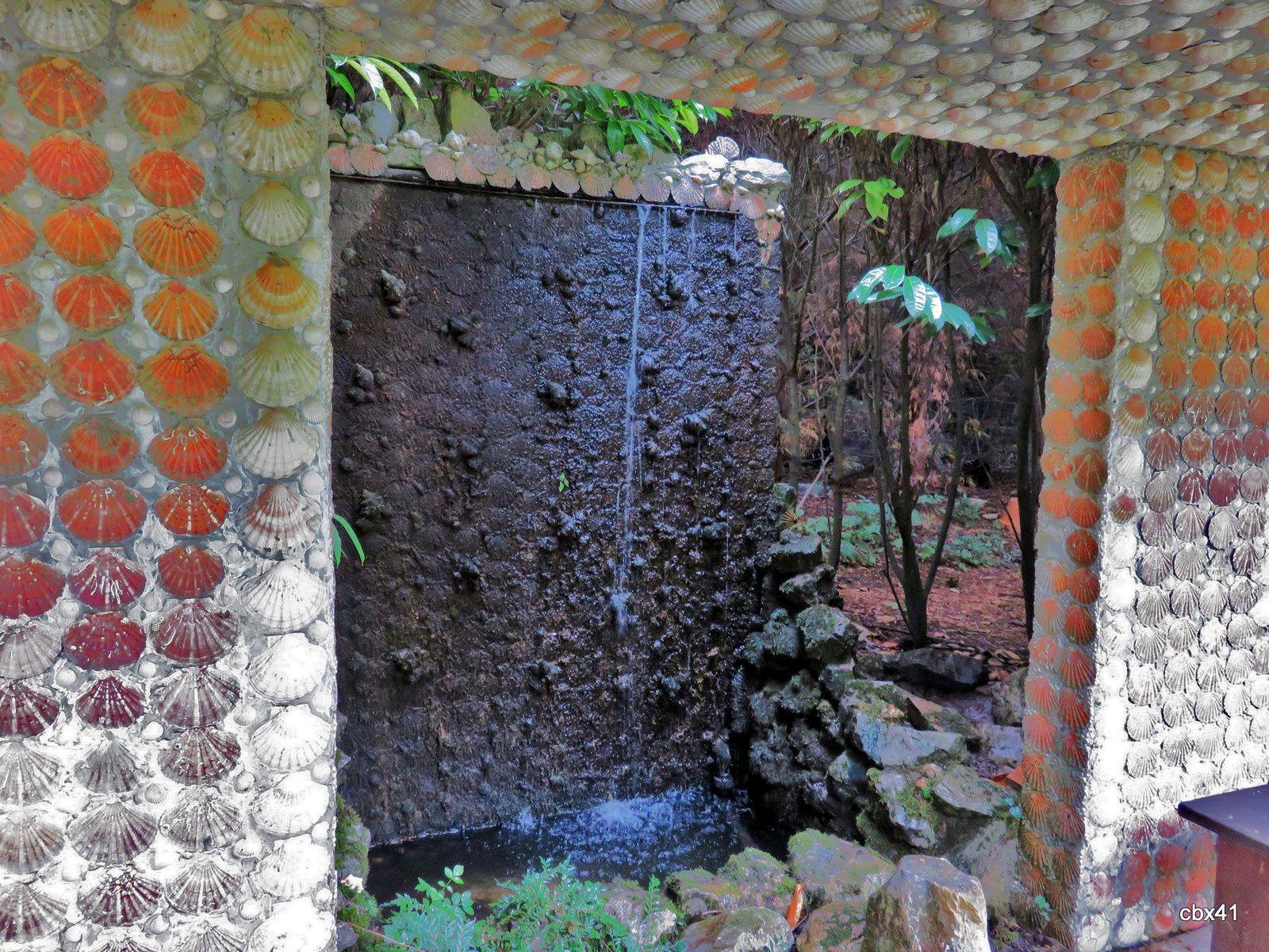 Château de Vendeuvre, le labyrinthe et le pavillon de thé japonais