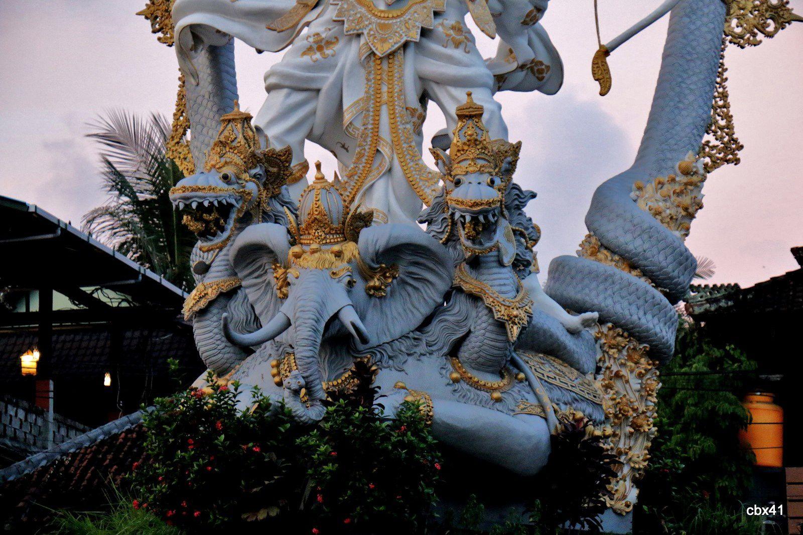 Rond-point et génie, Ubud (Bali, Indonésie)