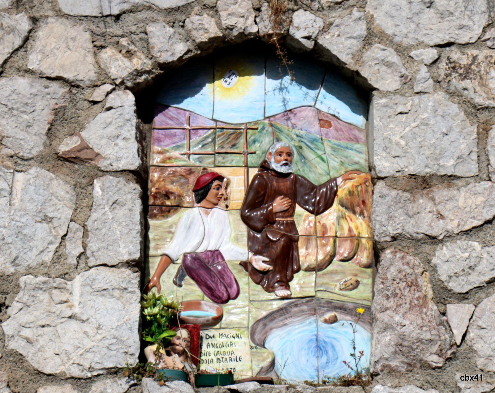 Jaillissement miraculeux d'une source du Cucchiarella, qu'il fait jaillir en frappant avec un bâton une roche, près du couvent de Paule
