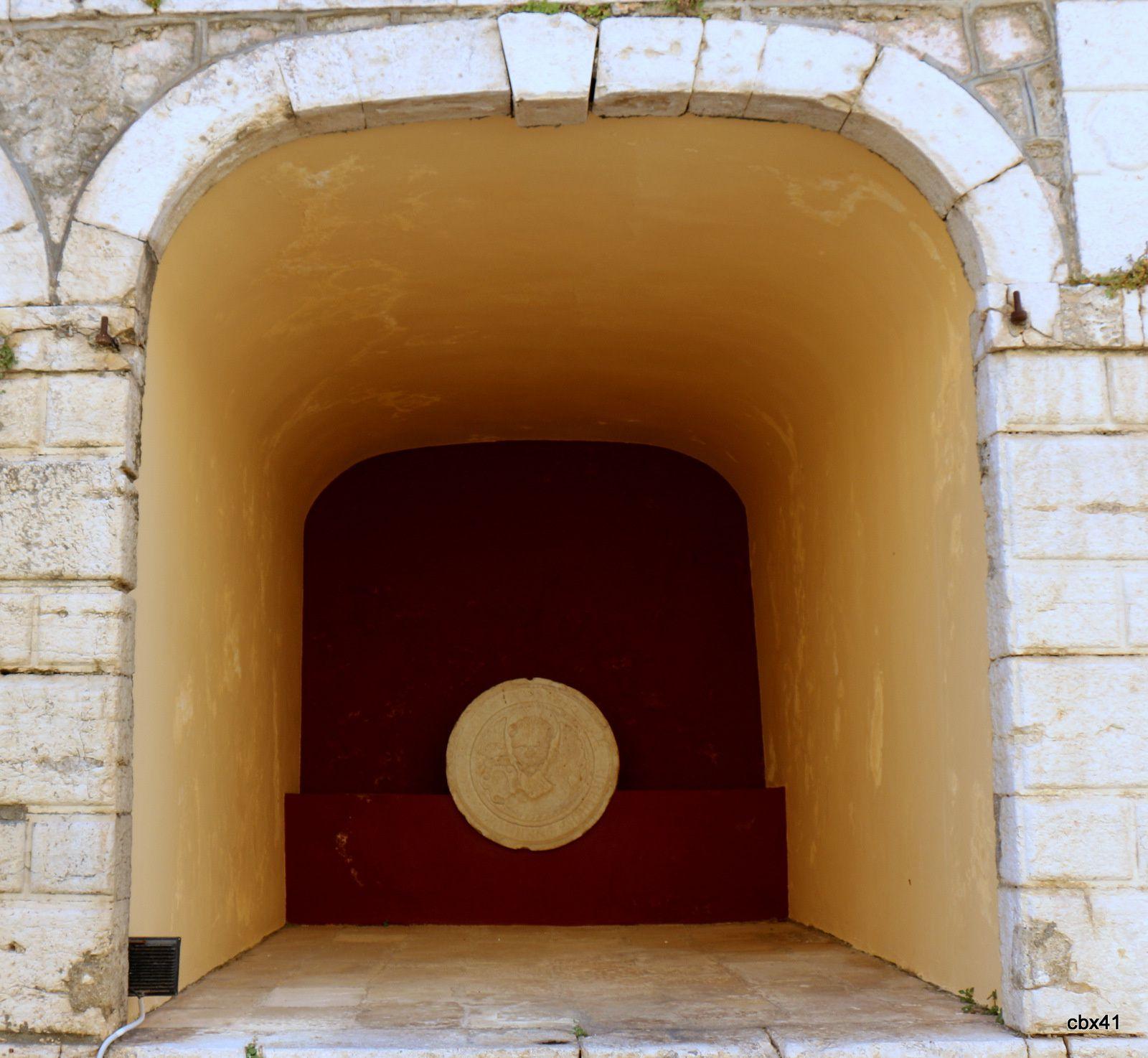La vieille forteresse de Corfou, alvéoles et médaillons