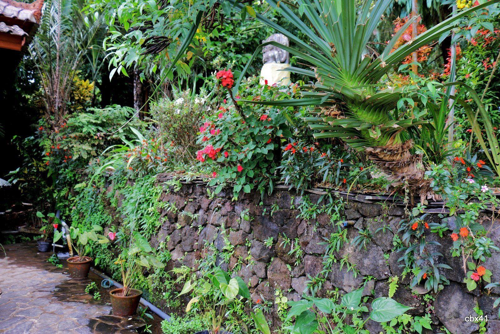 Taman Puri (Bali), statues