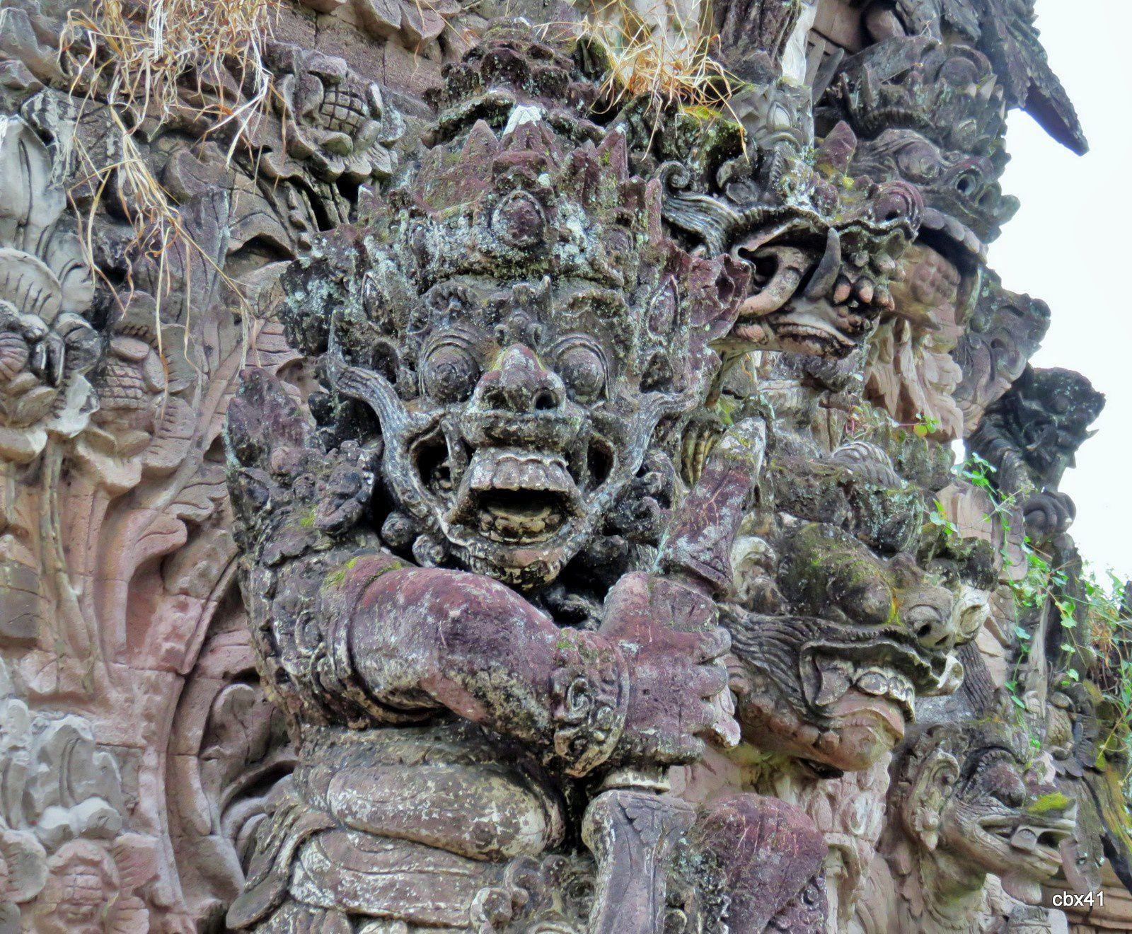 Le temple Pura Beji, l'entrée et ses démons (Bali, Indonésie)