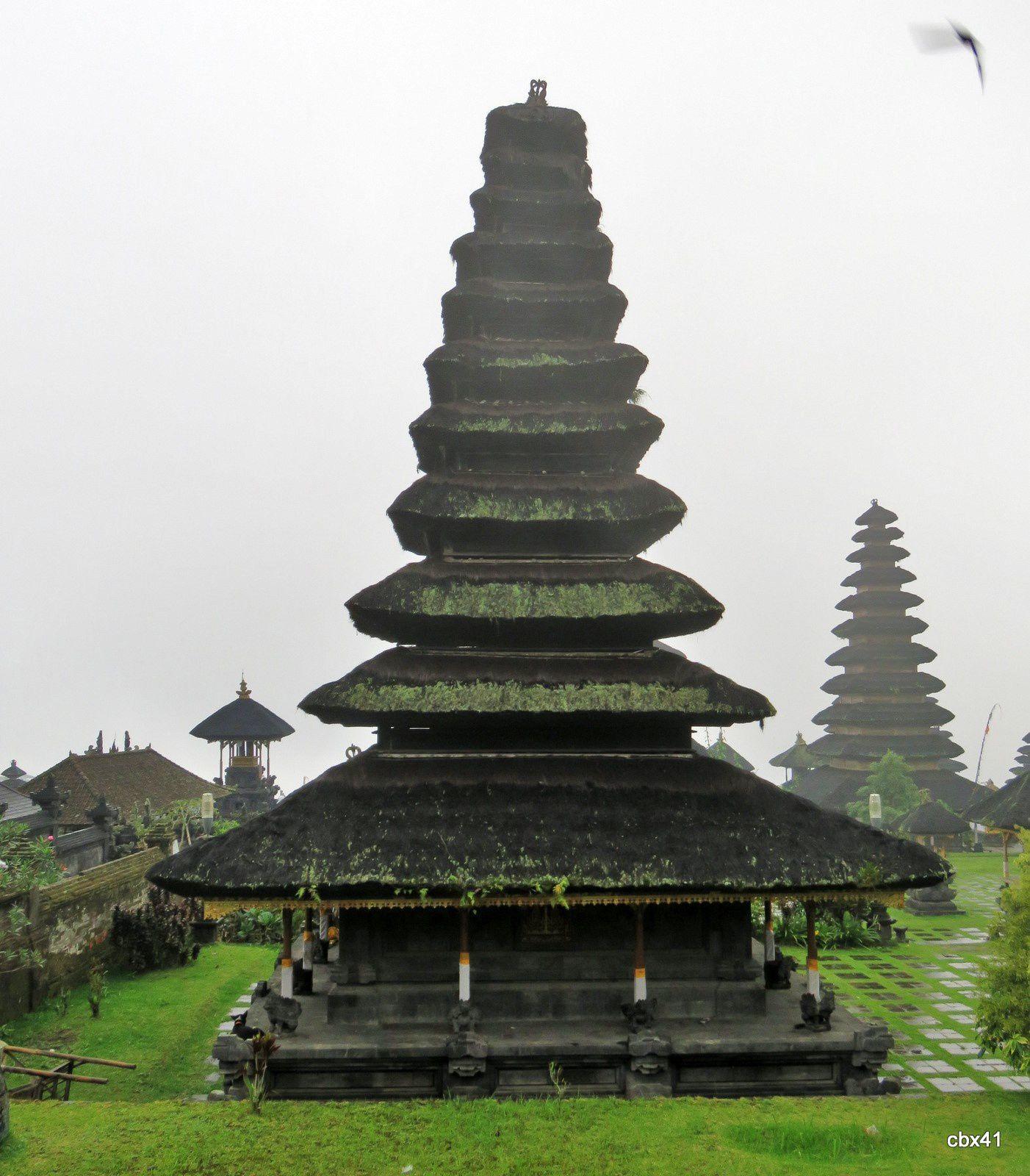 Temple Basukian Puseh Jagat Bali (Indonésie), toits étagés