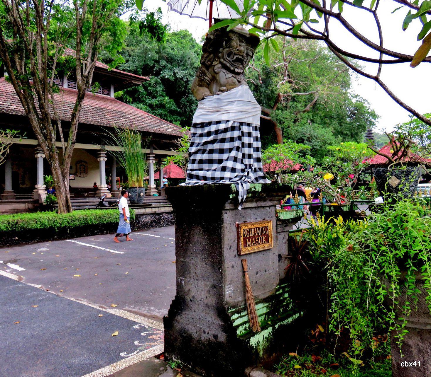 Goa Lawah ( grotte aux chauve souris ), les génies de l'accueil (Bali)