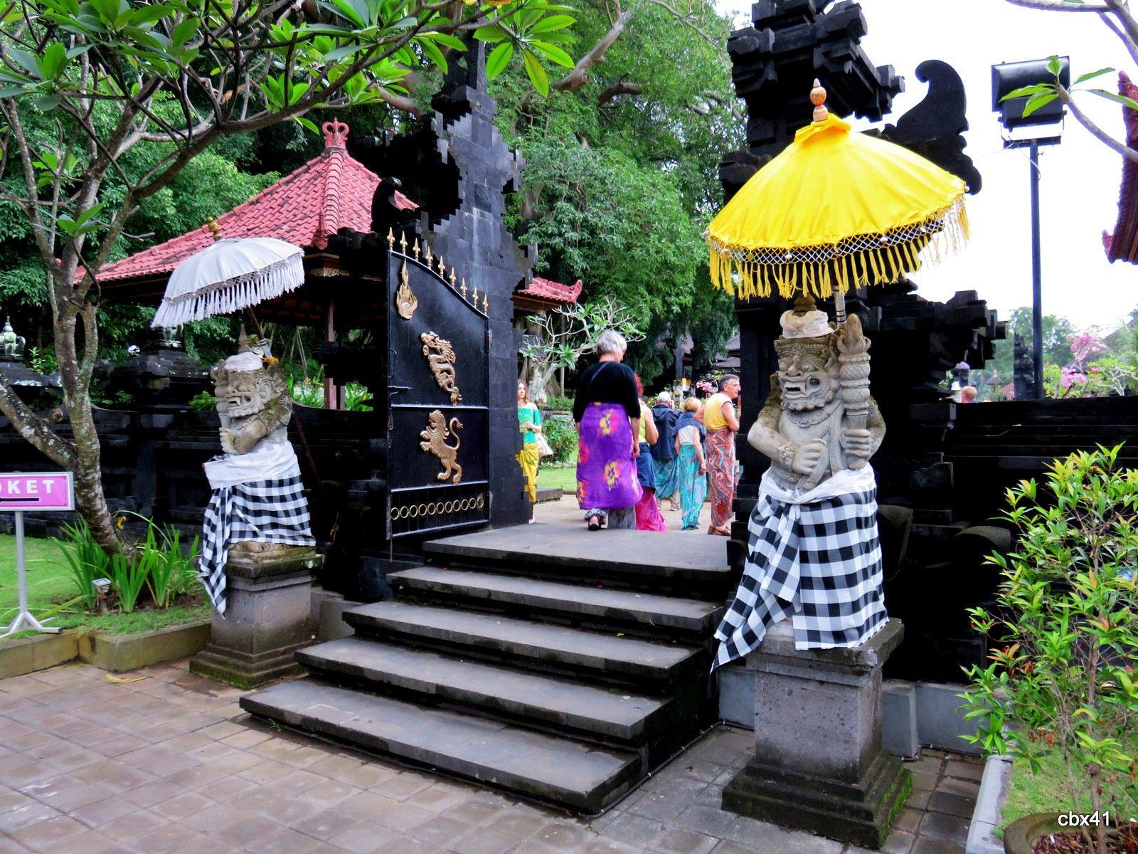 Goa Lawah ( grotte aux chauve souris ), la première porte (Bali)