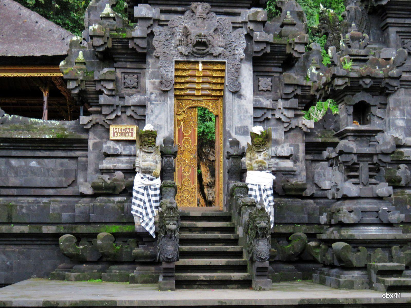 Goa Lawah, la grotte aux chauve souris )  (Bali)