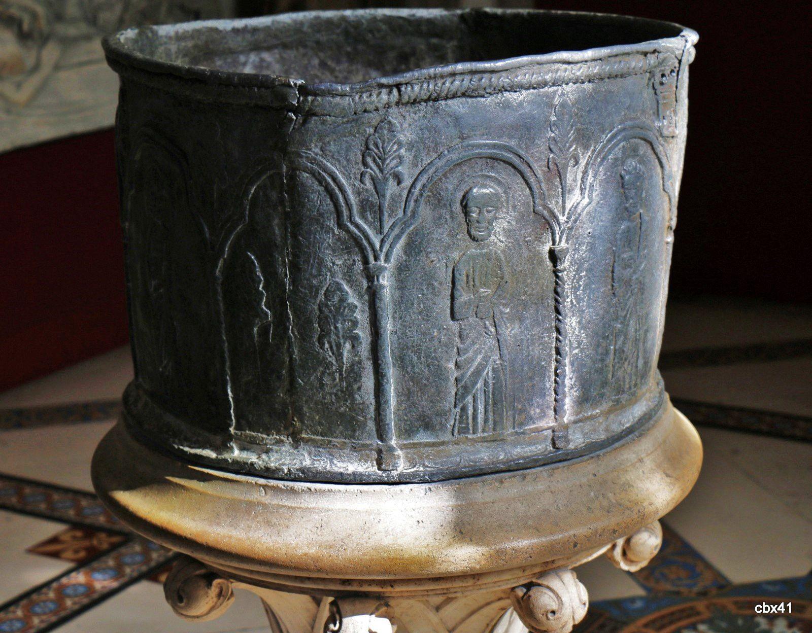 La Présentation au Temple (XVIIe siècle) et cuve baptismale