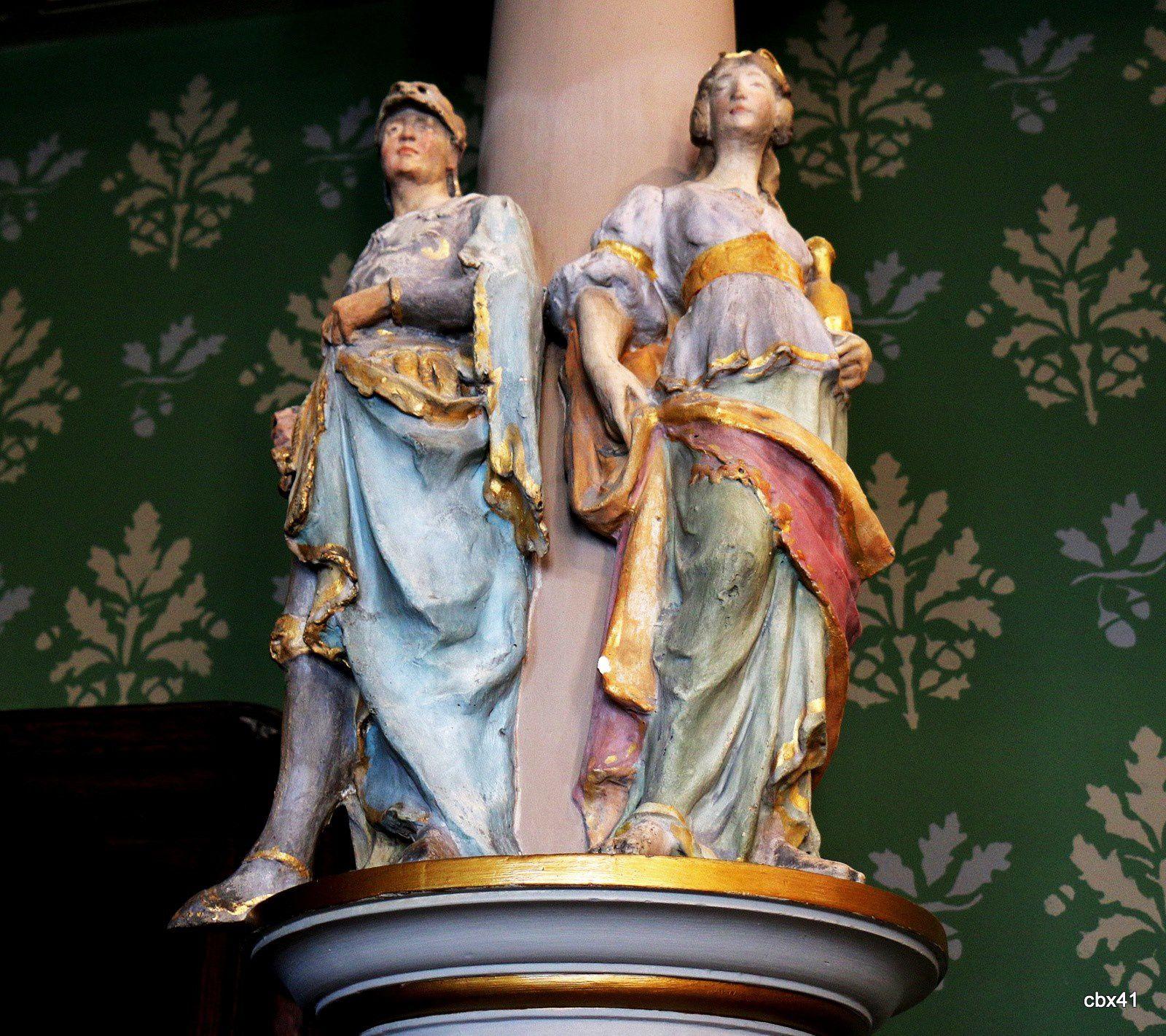 Chapiteaux de la salle Renaissance, palais de la Bénédictine