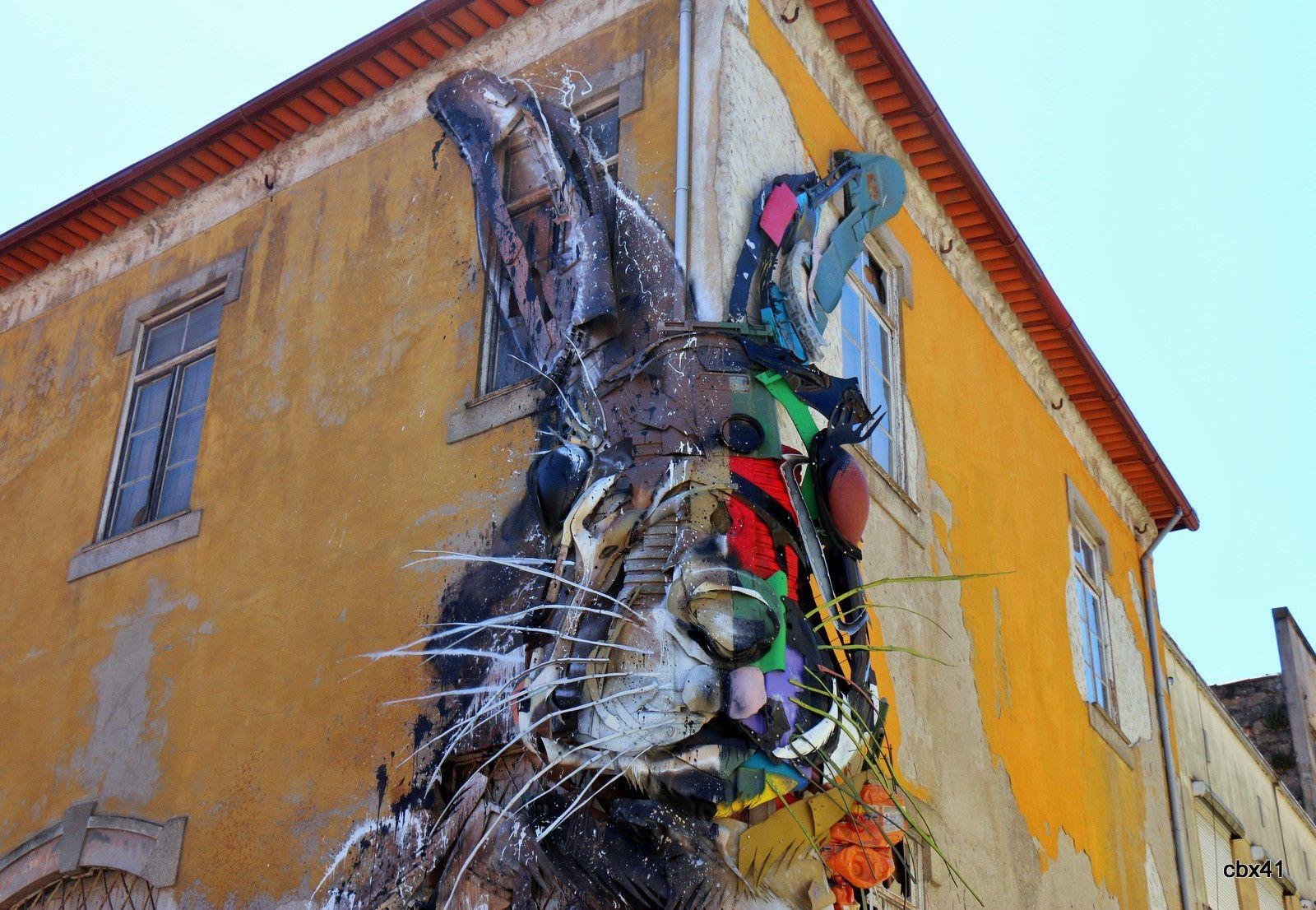 Bordalo II (Artur Bordalo), lapin géant à Porto (Portugal)