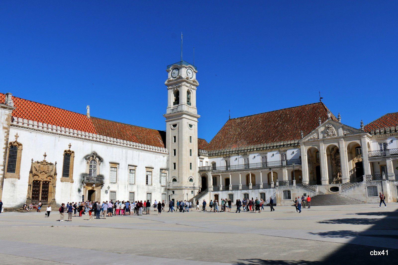 Portes de la bibliothèque et de la chapelle St Michel, cour de l'Université de Coimbra (Portugal)