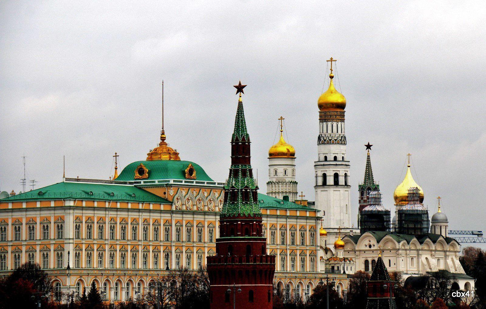 Moscou, regards sur Saint-Basile-le-Bienheureux et le Kremlin